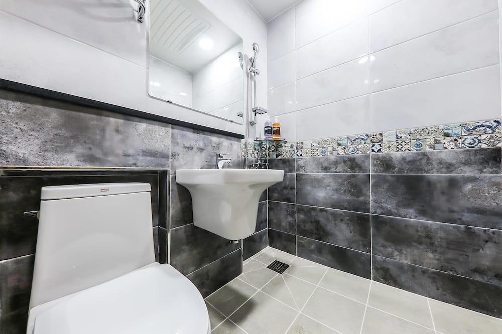 Štandardná dvojlôžková izba, 1 veľké dvojlôžko - Kúpeľňa