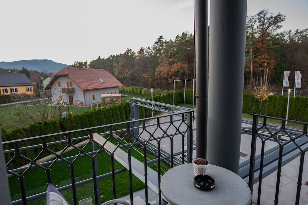 Habitación triple Confort, 1 habitación, balcón - Vista al balcón