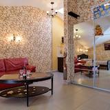 Deluxe Quadruple Room - Living Room