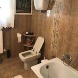 Standard Triple Room, Shared Bathroom - Bathroom