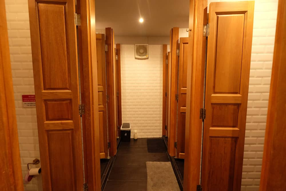 Mixed Dormitory for 8 Persons with Shared Bathroom  - 浴室