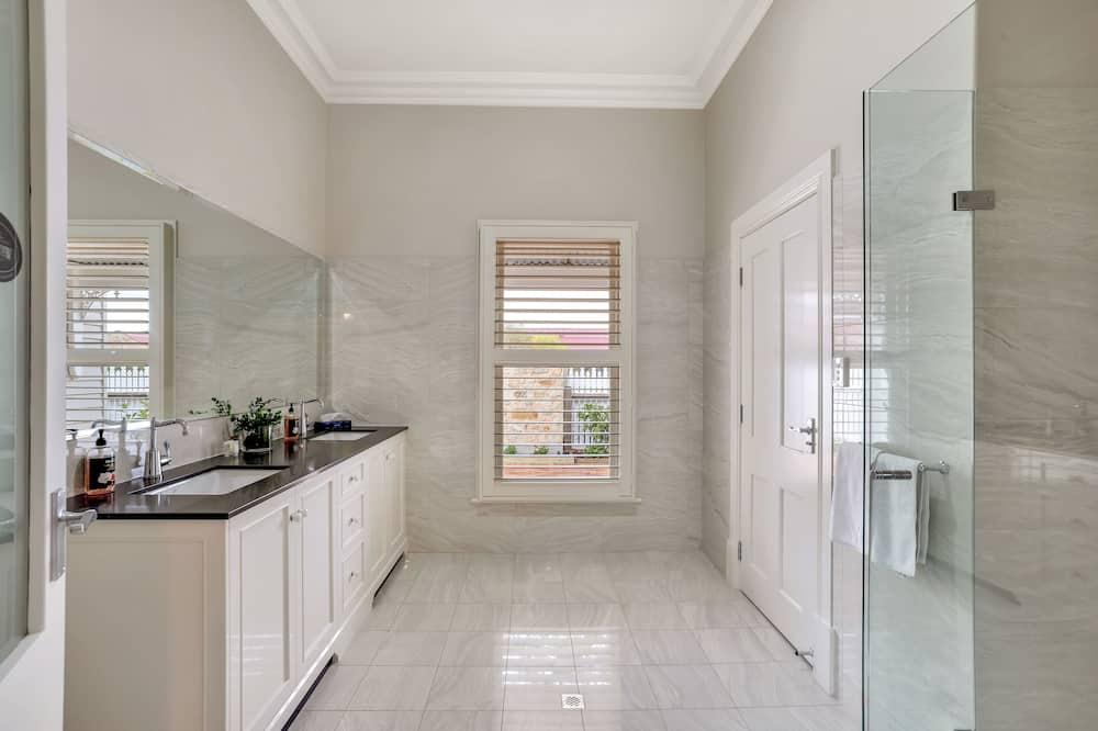 Apartment, 2 Bedrooms, 2 Bathrooms - Bathroom