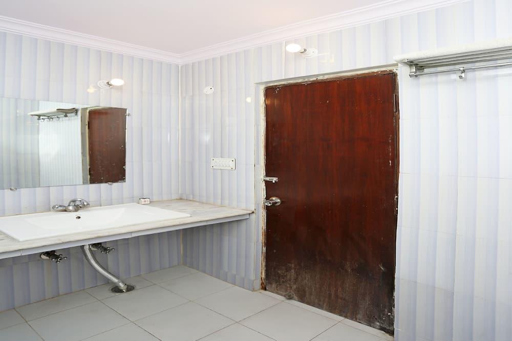 Tek Büyük veya İki Ayrı Yataklı Oda - Banyo Lavabosu