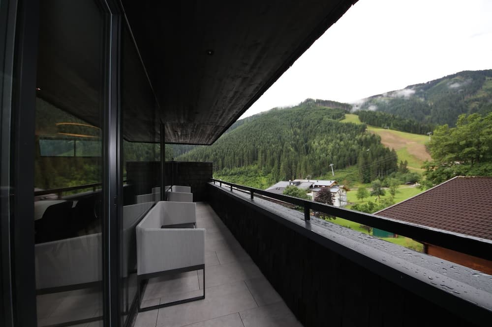 Apartment, 2 Bedrooms, Mountain View (incl. 180 EUR cleaning fee) - Balcony