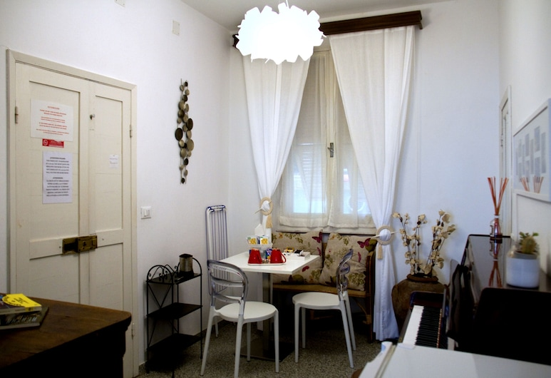 Guesthouse Rollando, Vernazza, Deluxe Double or Twin Room, Living Area