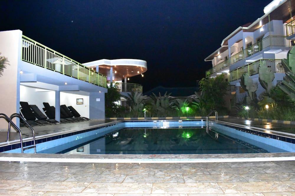 Honeymoon suite, 1 queensize bed, terras, uitzicht op zwembad - Uitzicht vanaf kamer