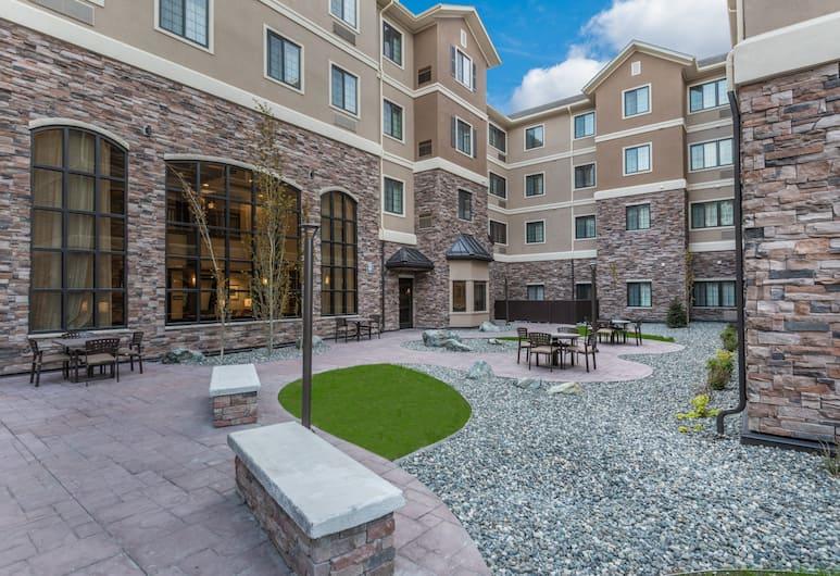 Staybridge Suites Anchorage, Anchorage, Courtyard