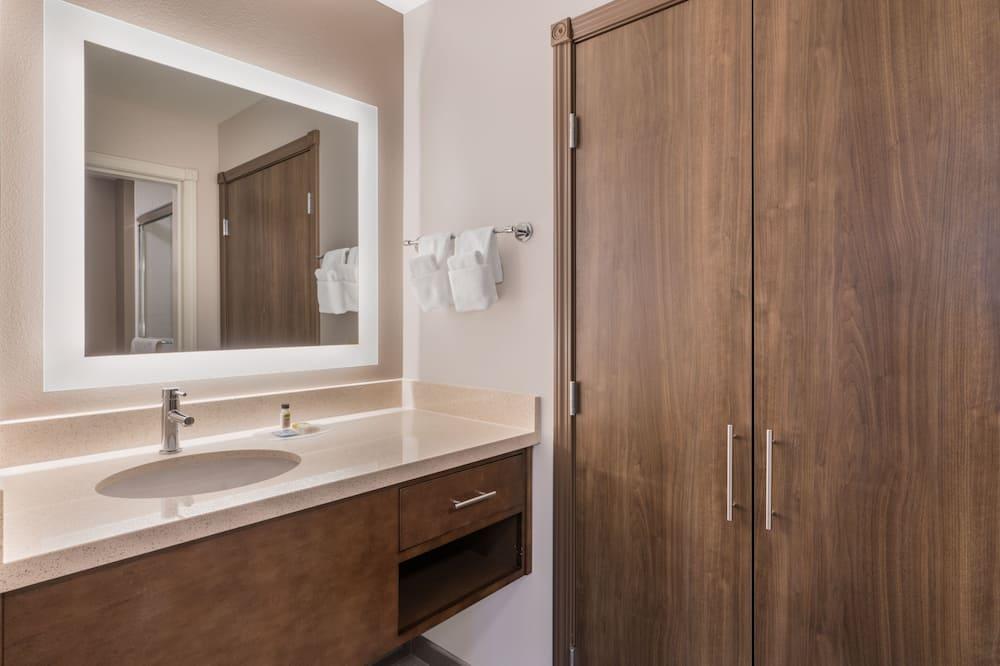 Studio Suite, 1 Queen Bed, Accessible, Non Smoking (Hearing) - Bathroom