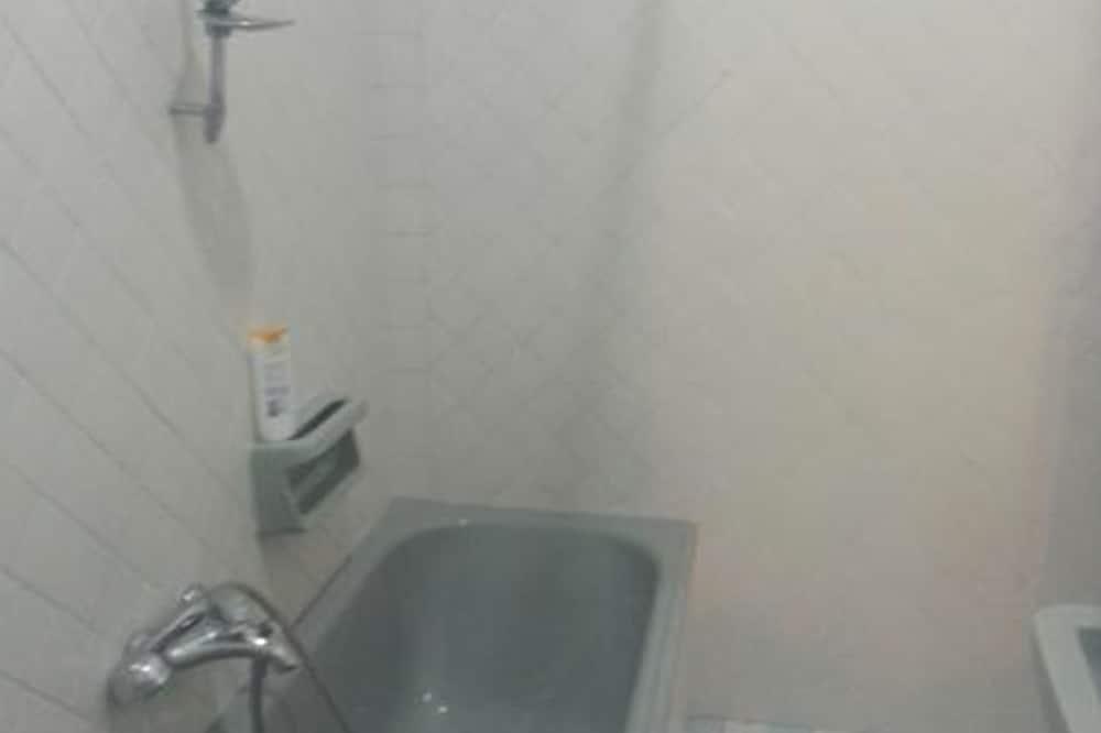 Chambre Triple (with kitchen) - Salle de bain
