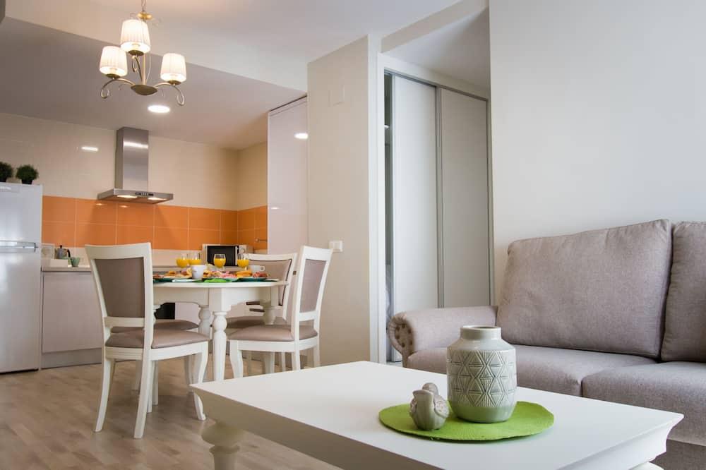 شقة مريحة - غرفتا نوم - تناول الطعام داخل الغرفة