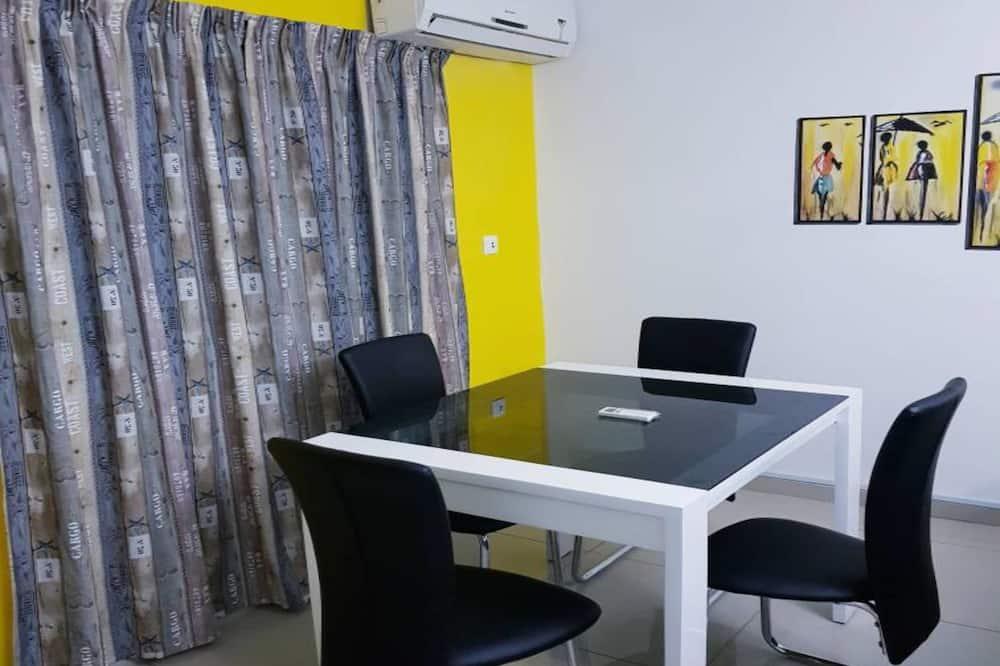 Comfort Apartment, 2 Bedrooms, Balcony - In-Room Dining