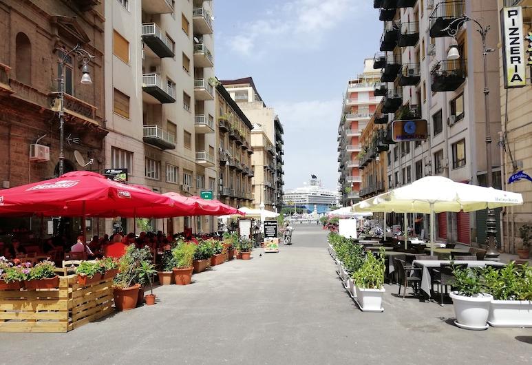 Politeama Residence , Palermo, Restauration en terrasse