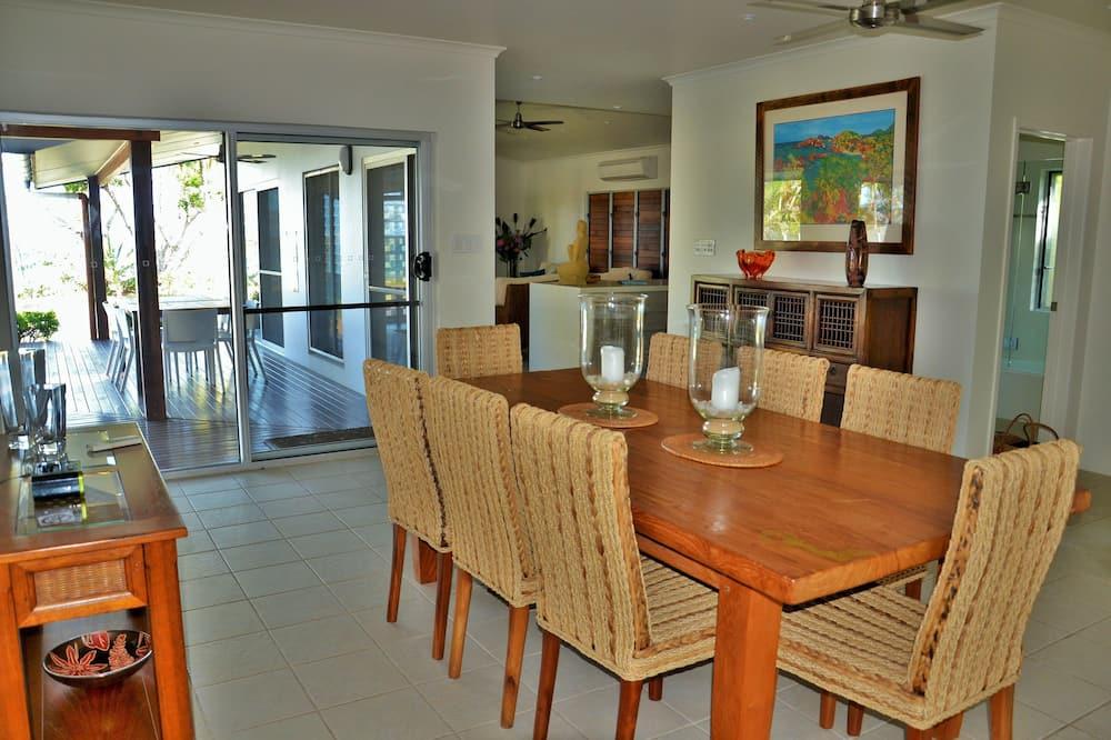 Luxury Ev, 3 Yatak Odası, Plaj Manzaralı, Denize sıfır - Odada Yemek Servisi