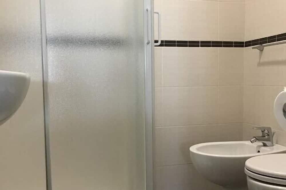 Basic Double Room, Balcony - Bilik mandi