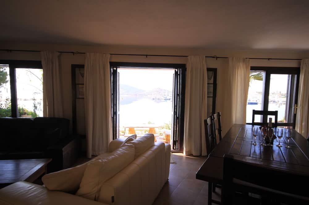 Comfort Villa, 5 Bedrooms, Terrace, Oceanfront - Living Room