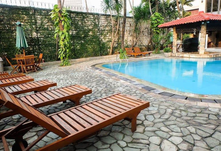 Luxury 3 Bedroom Suite Senopati SCBD By Travelio, Jakarta, Piscine en plein air
