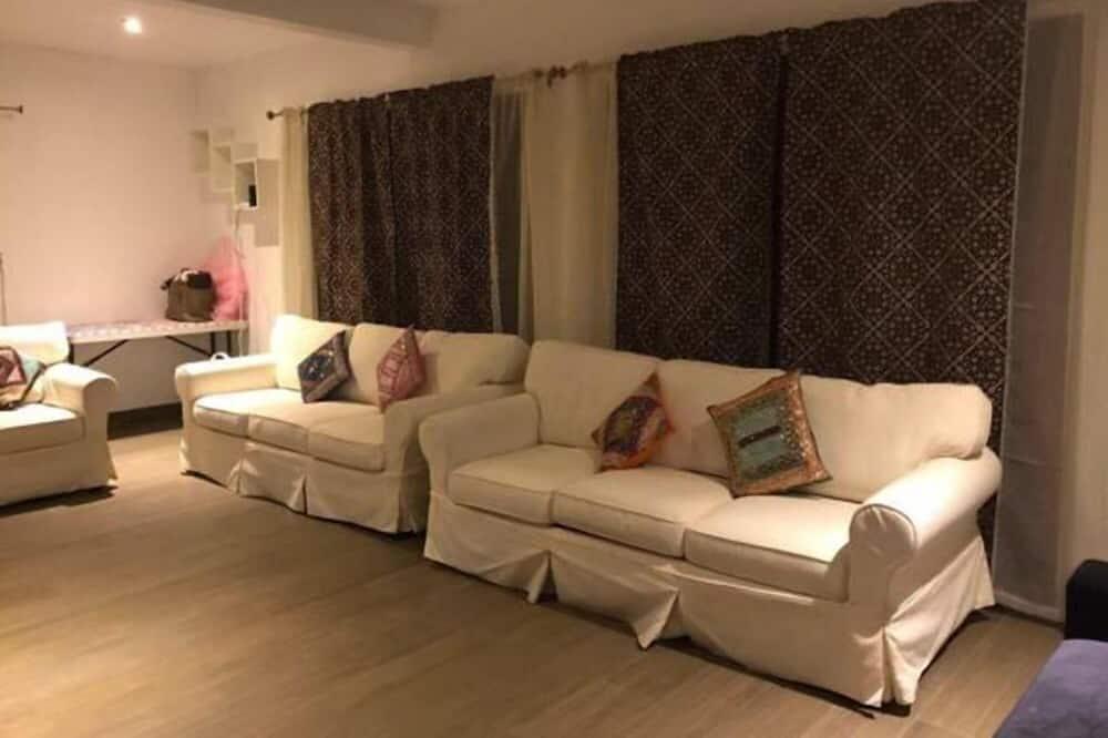 كوخ عائلي - ٥ غرف نوم - بمطبخ - غرفة معيشة