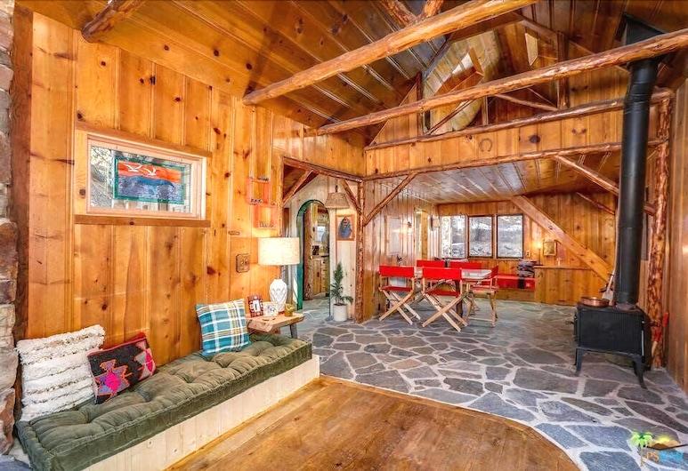 Hicksville Pines Bud & Breakfast, Idyllwild, Log Lady Lodge, Guest Room