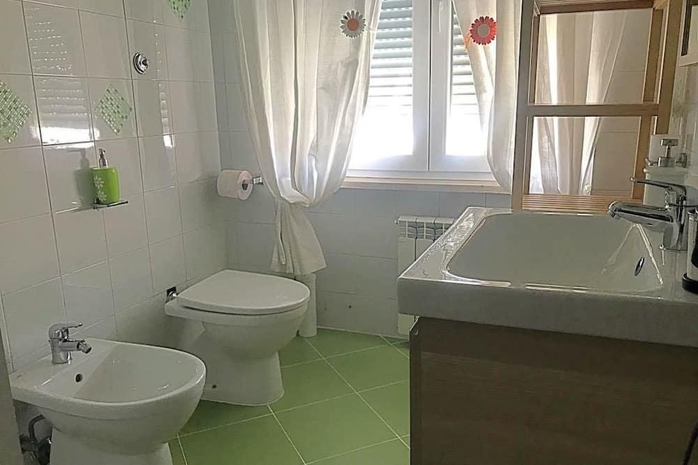 Dreibettzimmer, eigenes Bad - Badezimmer