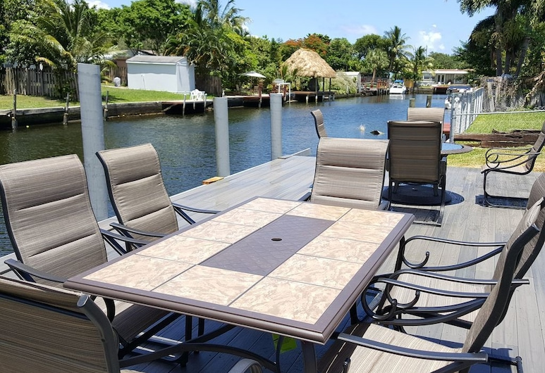 Tropical Waterfront, Hollywood, Family House, 5 Bedrooms, Private Pool, Terrace/Patio