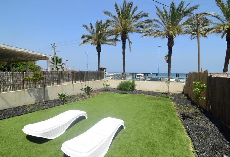 Nino on the Beach, Haifa, Dizaina dzīvokļnumurs, divas guļamistabas, pretī pludmalei, Terase/iekšējais pagalms