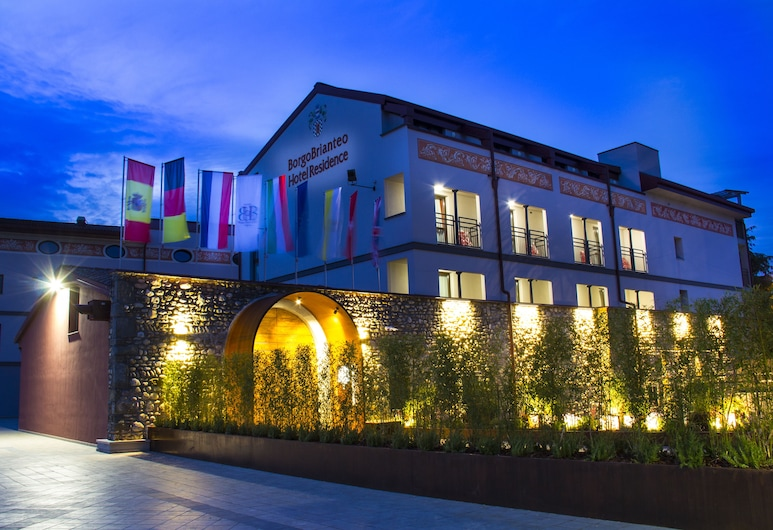 Hotel Borgo Brianteo, Ponte San Pietro, Фасад готелю (вечір/ніч)