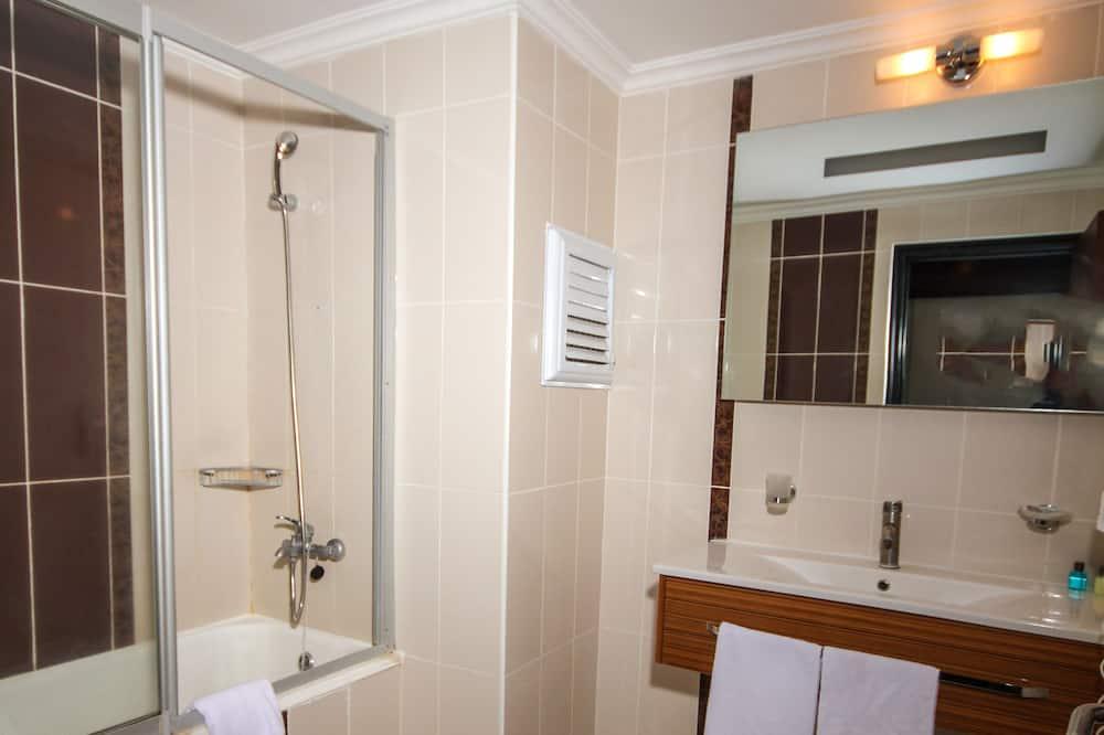 Family Suite, 1 Bedroom - Bathroom