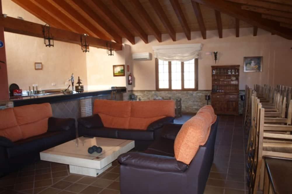 Hus – traditional, flere soverom, terrasse - Stue