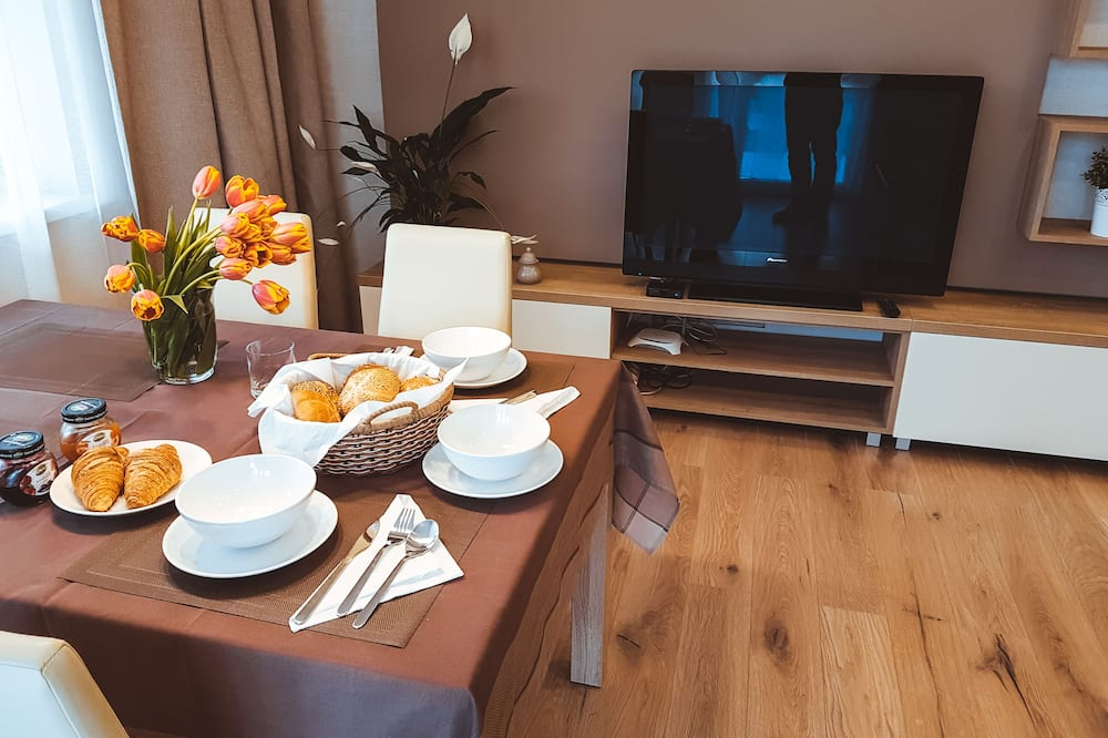 Departamento Confort - Servicio de comidas en la habitación