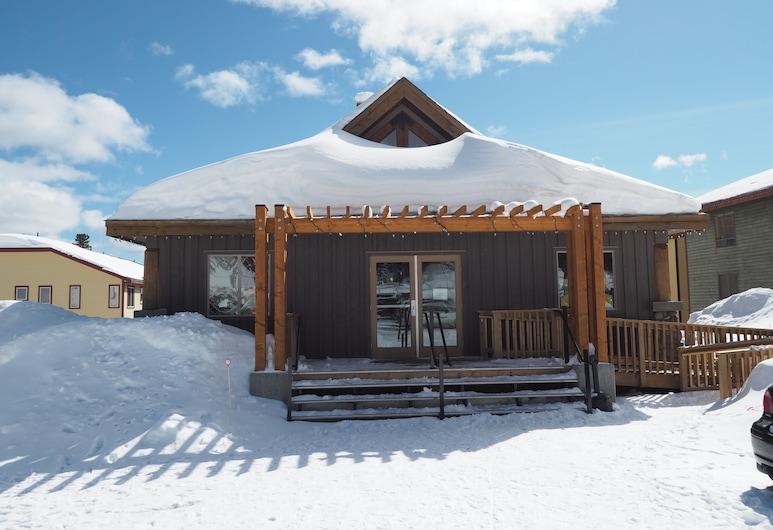 Apex Mountain Lodge Suite 5 Bedroom Condo, Penticton, Parte delantera del alojamiento