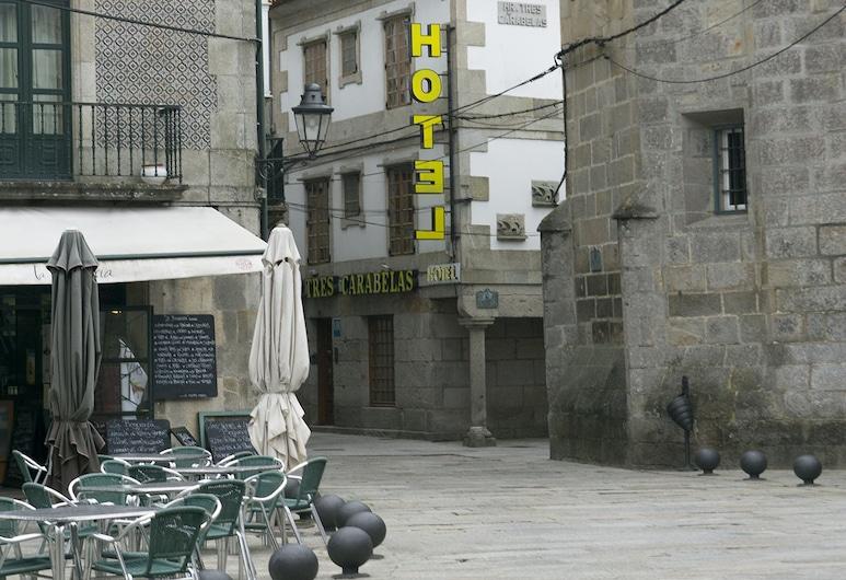 Hotel Tres Carabelas, Baiona, Otelin Önü