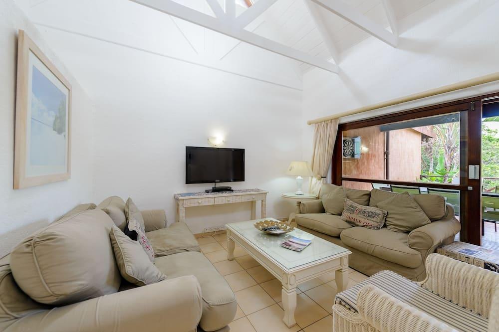 Three Bedroom Superior 2605 - Living Room