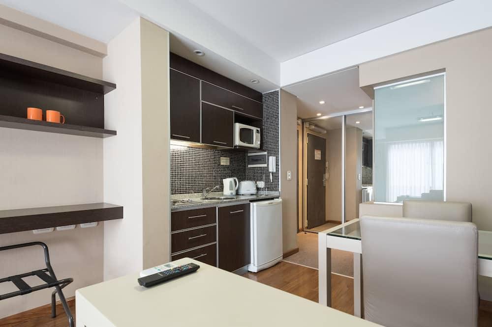 Standard-Apartment, 1 Doppelbett oder 2 Einzelbetten - Wohnbereich