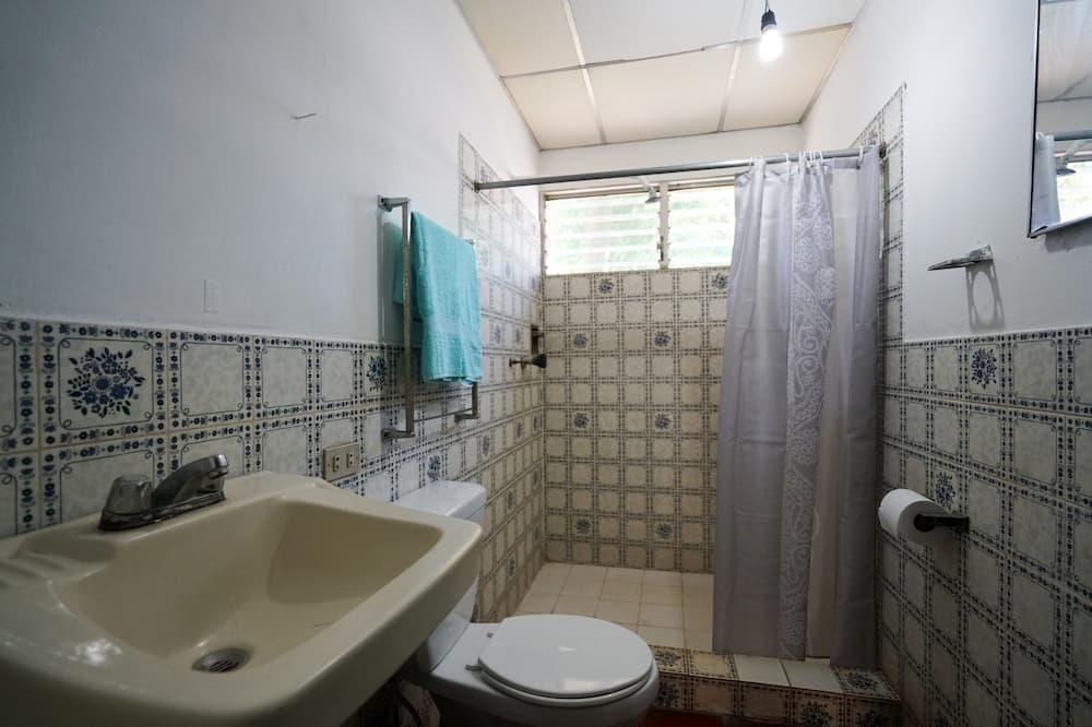 Economy Double Room, 1 Bedroom, Shared Bathroom, Garden Area - Bathroom