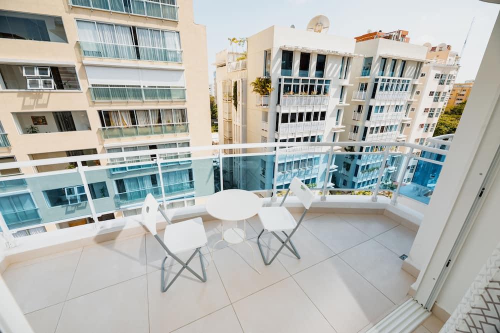 Executive Deluxe Plus 70mt2 Apartment - Balcony