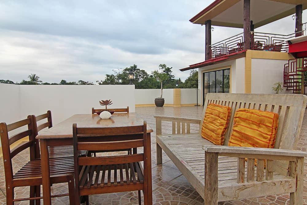 Kangaroo Room - Living Area