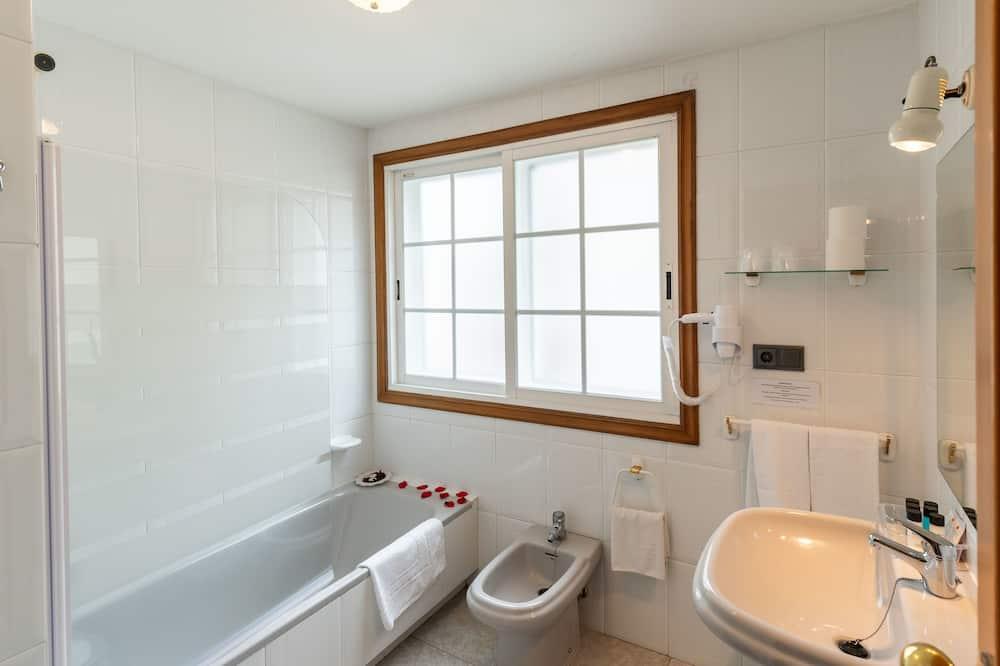 Superior Double Room, 1 Double or 2 Single Beds, Balcony - Bathroom
