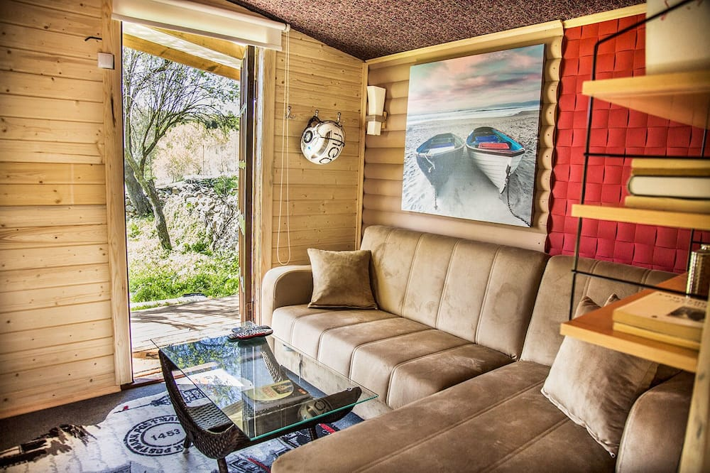 Design Tree House, Ensuite (Ozzy House) - Living Area