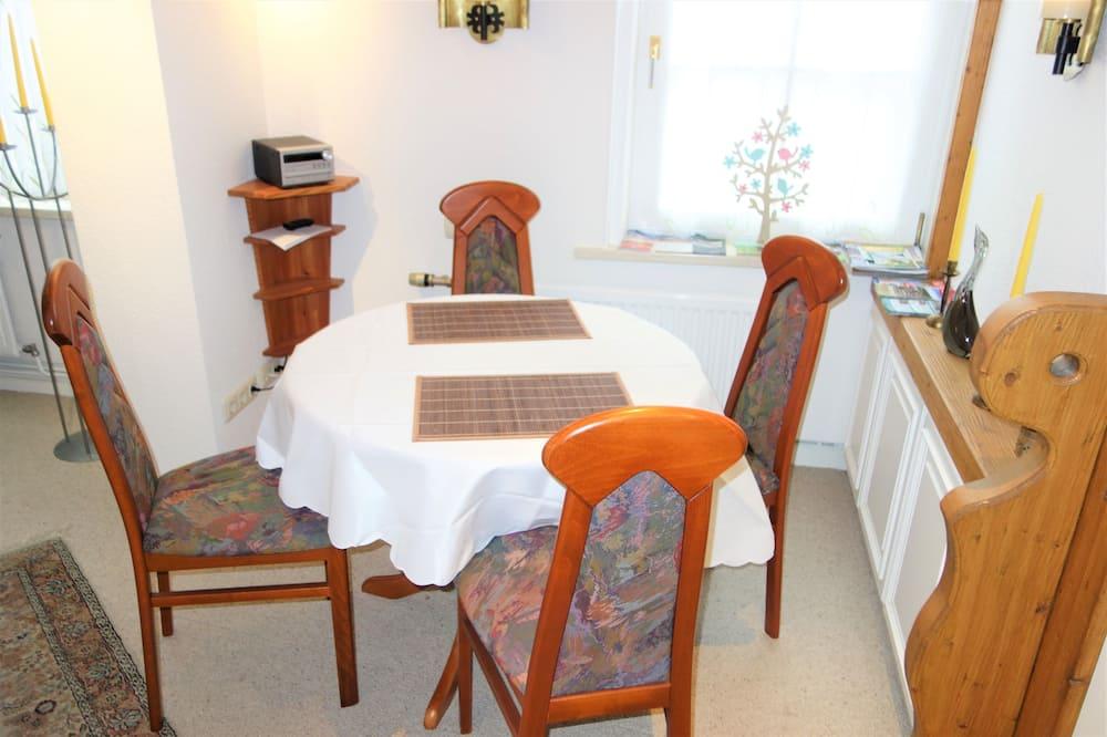 Klasikinio tipo apartamentai - Vakarienės kambaryje