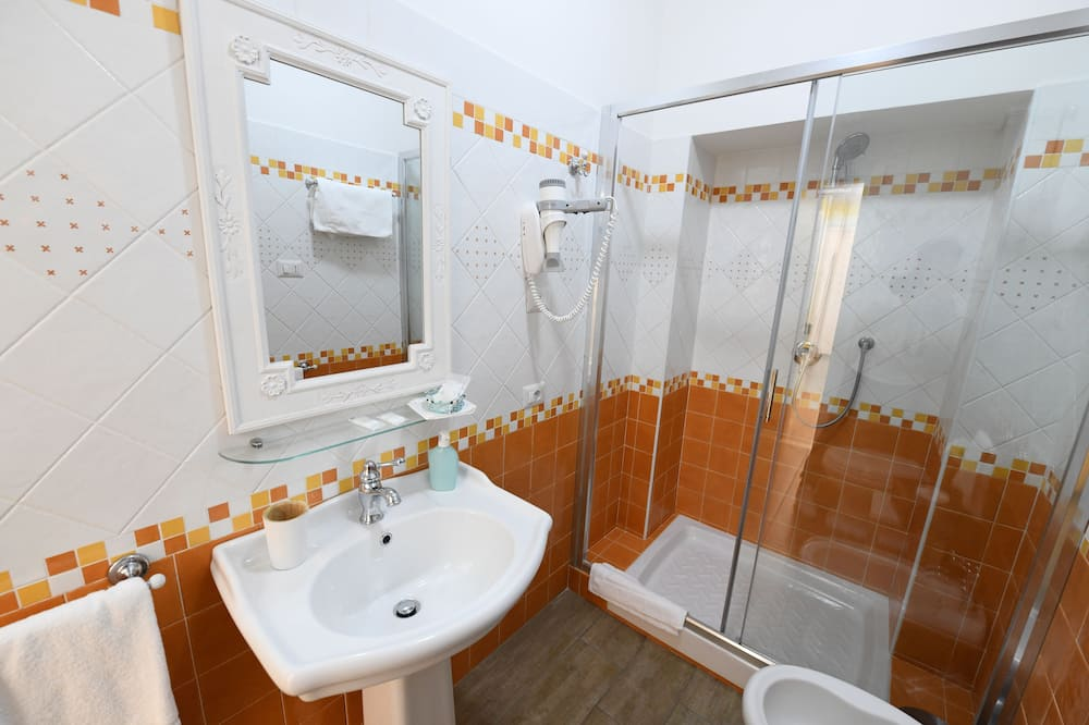 Double Room (Gialla ) - Bathroom
