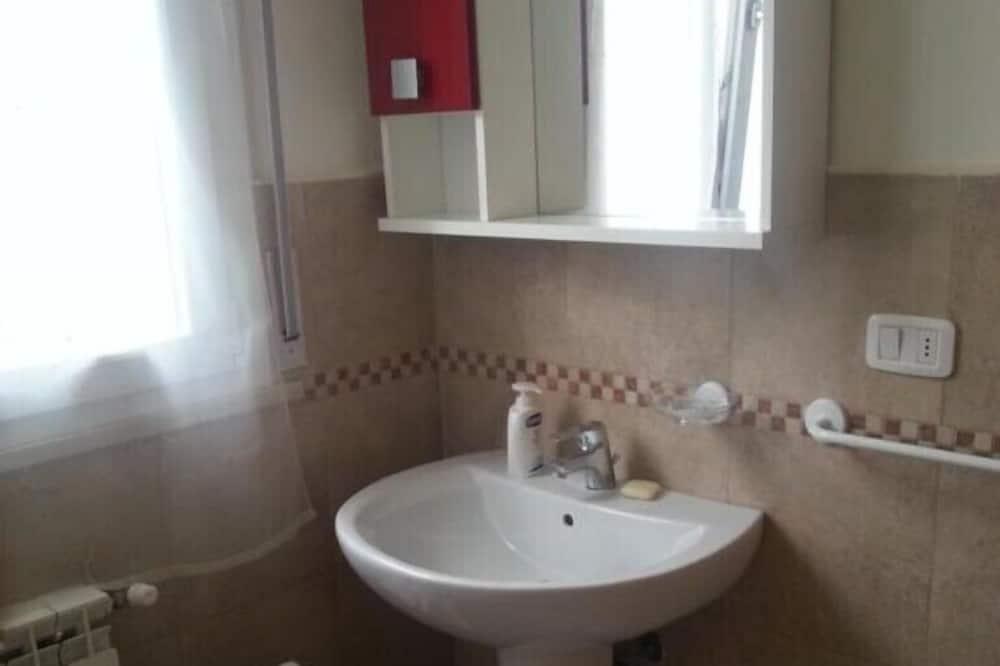 Apartment, 3 Bedrooms, Balcony, Garden View - Sink Bilik Mandi