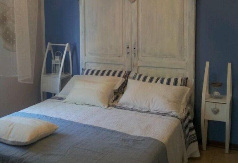 B&B La casetta del Borgo, אורבינו, דירה, 3 חדרי שינה, מרפסת, נוף לגן, חדר אורחים
