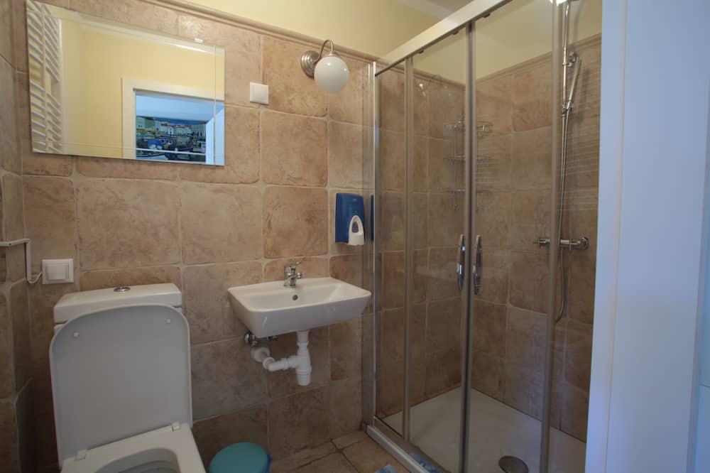 Тримісний номер, 3 односпальних ліжка, спільна ванна - Ванна кімната