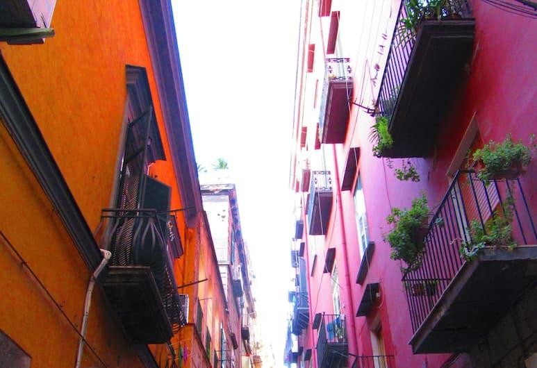 Gea Suite, Napoli, Utvendig