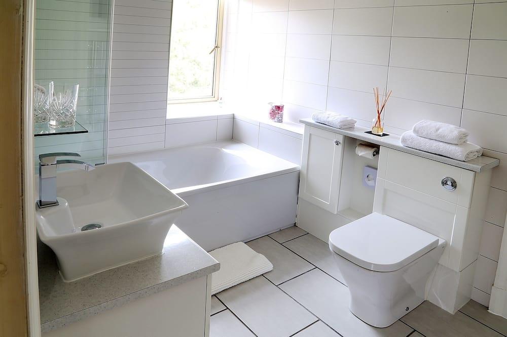 Δίκλινο Δωμάτιο για Μονόκλινη Χρήση - Μπάνιο