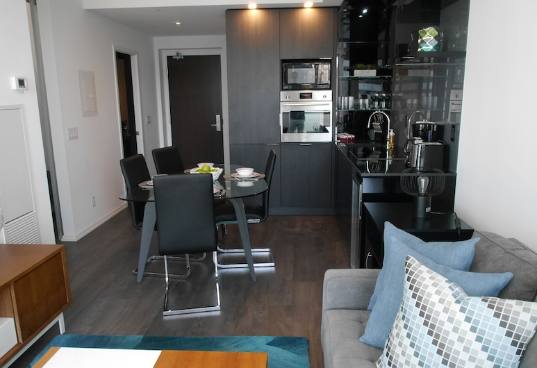 Newly Decorated 2BR Financial District, Toronto, Appartement, Woonruimte