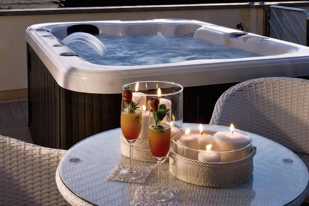 Luxus lakás, privát medence, kilátással a tóra - Terasz/udvar