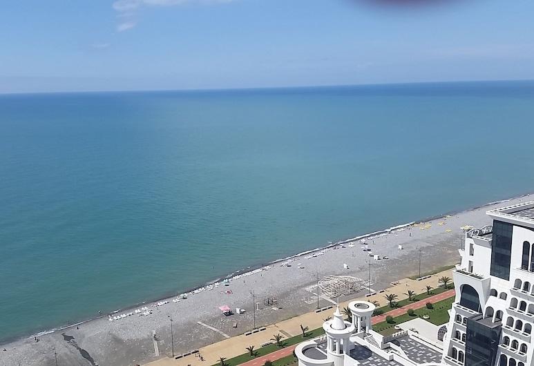 SEA-VIEW Beluga & Dolphin Luxury HOTEL apartments, Batumi, Karalisks studijas tipa luksusa numurs, skats uz jūru, pretī pludmalei, Balkons
