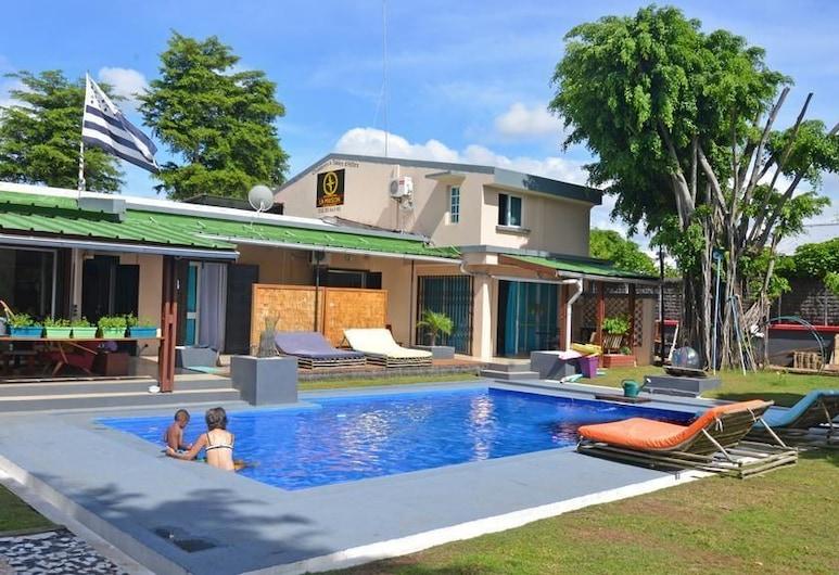 La Maison, Tomasina, Āra baseins