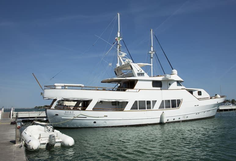 Yacht Bert, Benátky, Exteriér